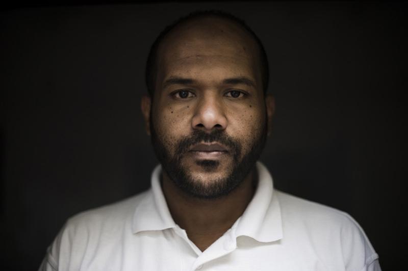 """8.  Muhsin al-Askari.  Dia kembali dua tahun lalu, belum menikah, dan 28 masih tergantung secara finansial pada ayahnya, telah berlatih untuk menjadi listrik.  Askari mengatakan bahwa ia kembali ke Yaman dari Guantanamo manusia jahat.  Di Yaman, sulit untuk mencari pekerjaan.  Tapi ini jauh lebih sulit ketika Anda - seorang tahanan Teluk Guantanamo """"(Foto: Lucas Oleniuk / The Toronto Star)."""