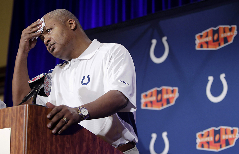13. Тренер «Indianapolis Colts» Джим Колдвелл выслушивает вопросы журналистов в Форт Лодердейл, штат Флорида. Его команда сыграет в воскресенье с командой «New Orleans Saints» на кубке «Super Bowl XLIV». (Eric Gay/Associated Press)