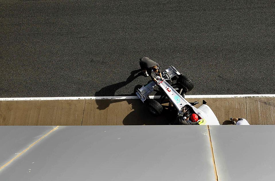 7. Пилот Формулы 1 команды  Mercedes Михаэль Шумахер во время тренировки на треке « Jerez» в Испании. (Marcelo del Pozo/Reuters)