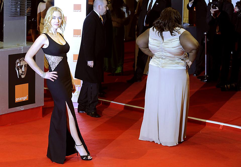 7) Британская актриса Кейт Уинслет и американская актриса Габури Сидибе прибыли на церемонию вручения наград Британской Академии кино и телевидения (BAFTA), которая прошла в это воскресенье в лондонском Королевском оперном театре. (Toby Melville/Reuters)