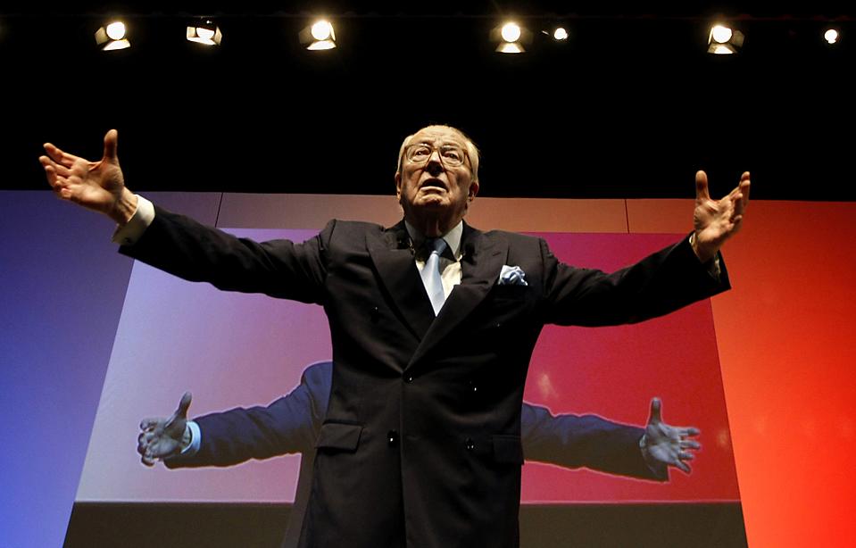 8) Лидер партии Национальный фронт Жан-Мари Ле Пен в ходе политической встречи, которая прошла в Ницце накануне региональных выборов. (Eric Gaillard/Reuters)