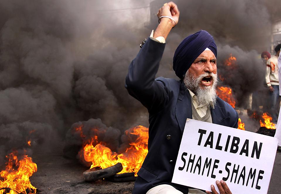 6. Сикх во время демонстрации против «Талибана» в Джамму, которая прошла после того, как были найдены расчлененные тела двух сикхов, похищенных в регионе Кайбер. (Channi Anand/Associated Press)