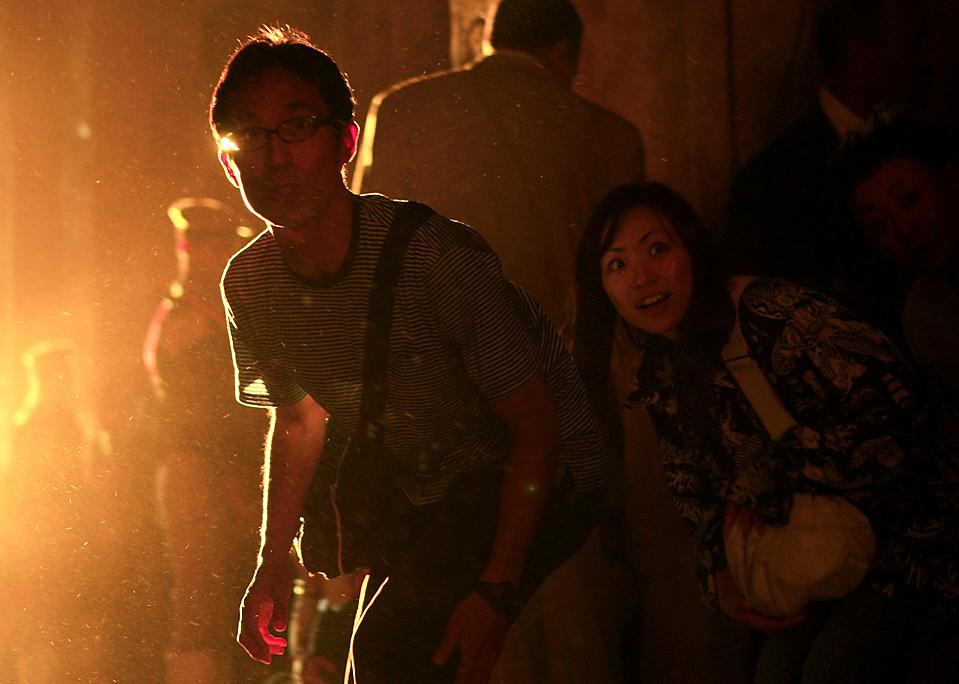 8. Туристы смотрят на статуи в храме Абу Симбел на юге Каира. Храм был построен таким образом, чтобы во внутреннее святилище проходил солнечный свет.