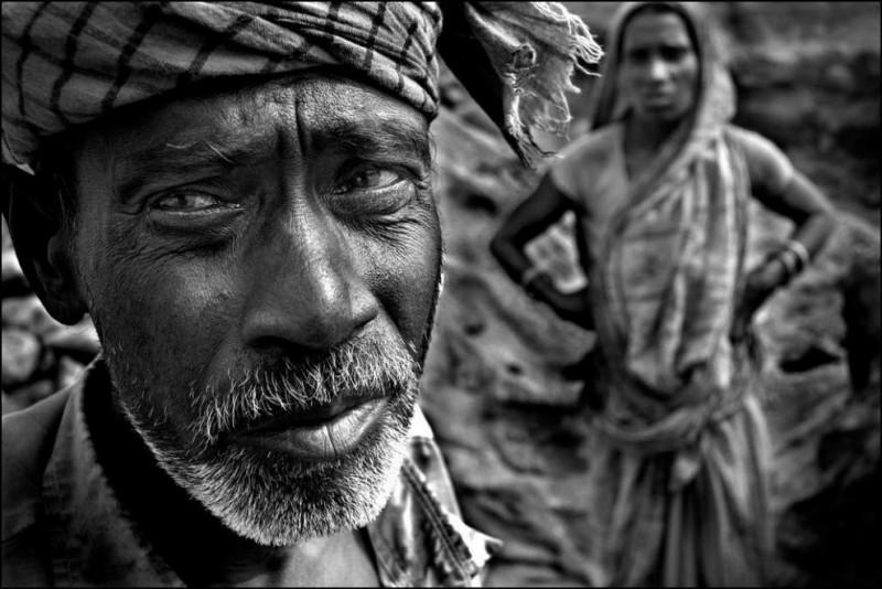 4) Пробад Дас (67 лет) и Прити Рани Дас (39 лет) работают в паре уже четыре года. Раньше они зарабатывали по 5.79 доллара в день, теперь только 2.17.