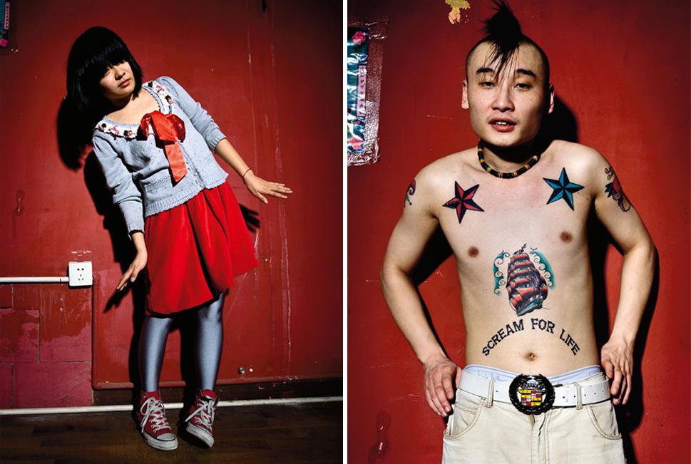4) У Нидерхаузера есть десятки портретов музыкантов на фоне легко узнаваемых красных стен гримерки «D-22», пекинского клуба, одного из немногих тусовочных мест столицы. Среди других горячих музыкальных точек Пекина  – «Mao Livehouse» and «Yugong Yishan». (Matthew Niederhauser, Christina Larson)
