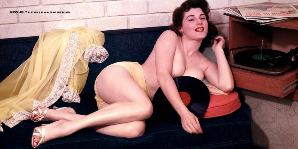 04) Джин Джани (Jean Jani), июль 1957 года: какие у нее трусишки, а?! Вот такое белье носили иконы сексуальности тех лет.