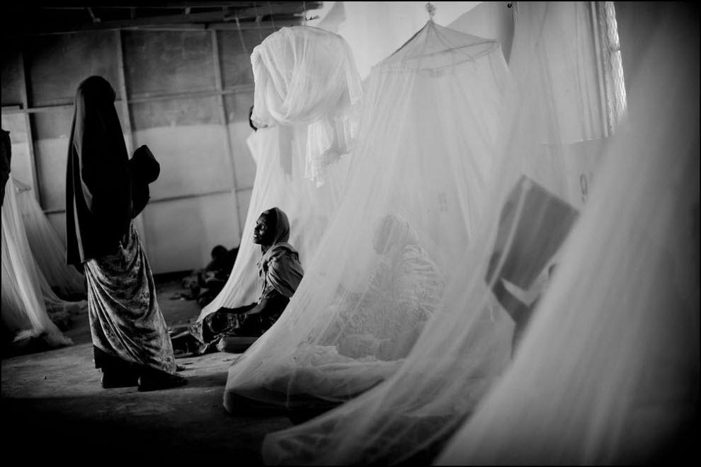 04) Клиника в Галкайо (Сомали) для недоедающих детей.