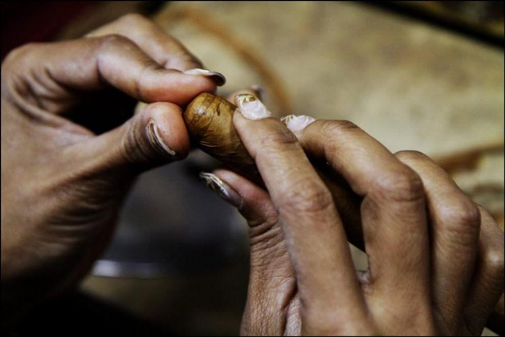 04) Cohiba Estupendo cigar.