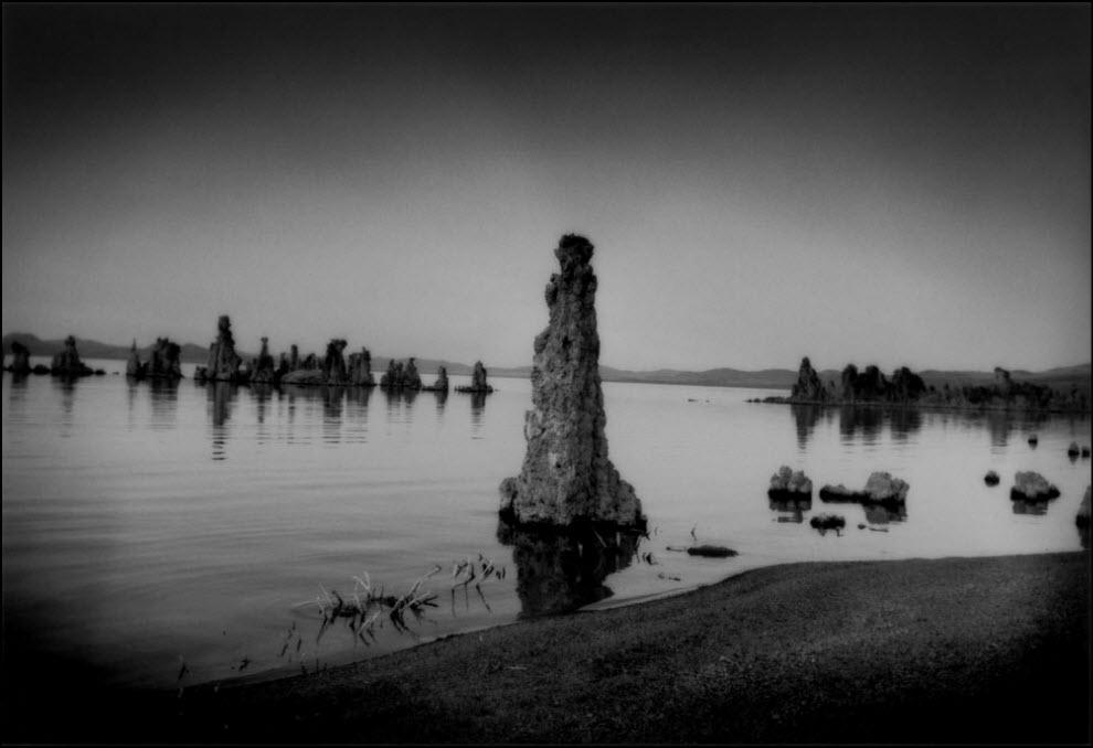 05) Столбы Туфа в высыхающем озере Моно, Калифорния.