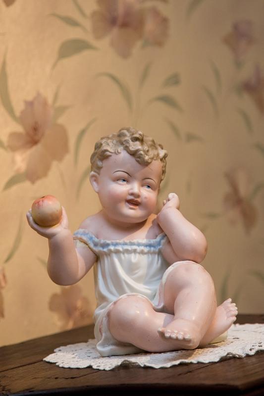 05) И игрушки какие-то облезлые. Но был детский лабиринт, бассейн с шарами, несколько интерактивных игрушек, коврик для рисования АкваДудл и железная дорога. И еще при нам был мастер-класс по изготовлению игрушек из ткани.