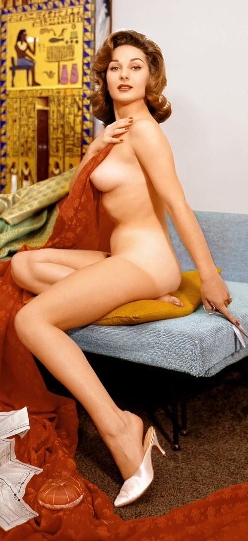 06) Или вот Элэйн Пол (Elaine Paul), мисс Август-1960. Не скажешь, что ей здесь лишь 22 года: