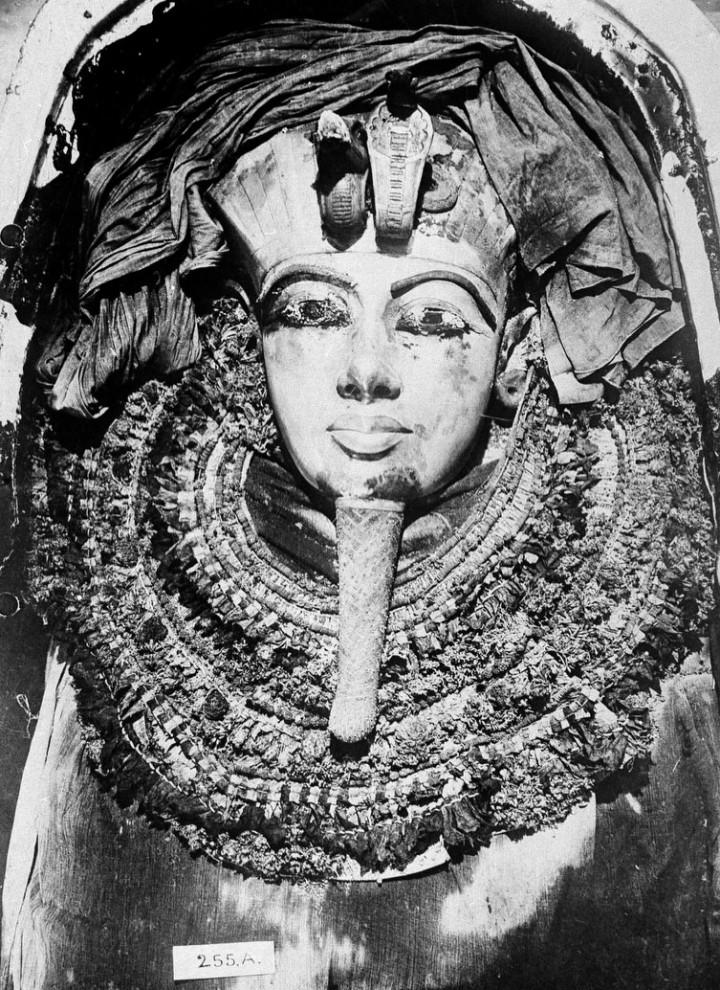 6. Золотой гроб египетского фараона Тутанхамона. (AP Photo)