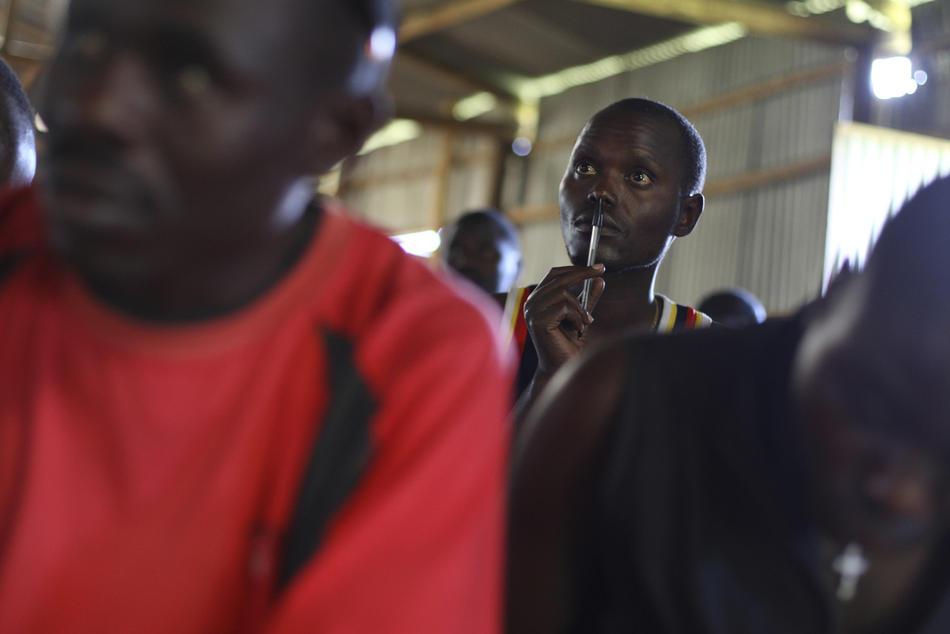 7. Демобилизовавшиеся солдаты милиционной армии на уроке бухгалтерии для будущих предпринимателей малого бизнеса. (AP Photo/Rebecca Blackwell)