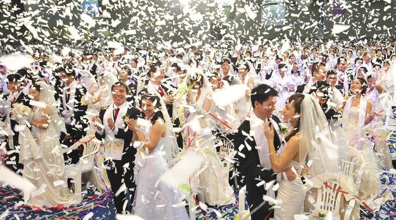 Массовая свадьба.