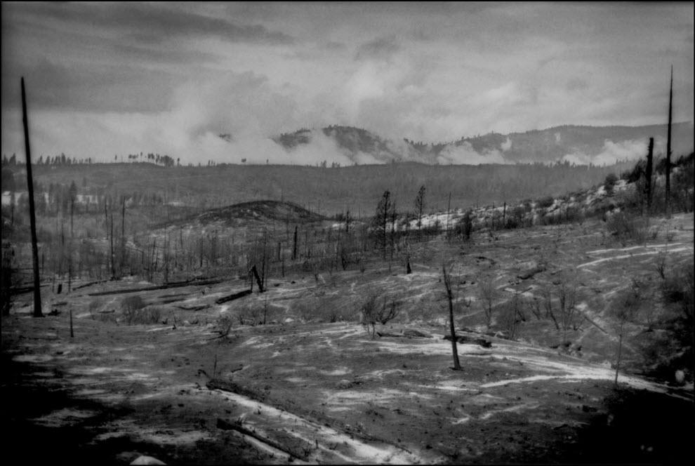 08) Национальный парк Иосмит спустя несколько дней после пожара.