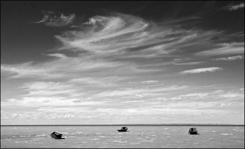08) Лодки в прибрежных водах.