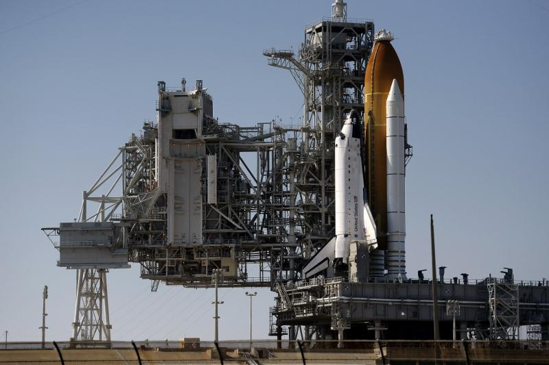 """9) Нынешний запуск шаттла должен стать первым из пяти последних его полетов. В начале 2011 года шаттлы будут списаны. Вместо них до 2012 года для доставки астронавтов на МКС NASA будет использовать российские космические корабли """"Союз""""."""