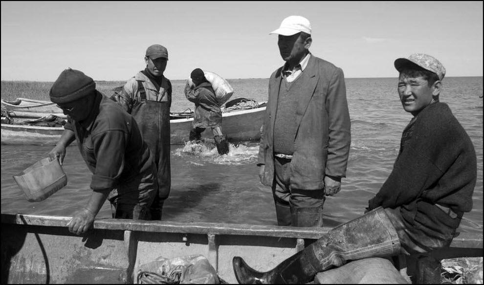 09) Казахские рыбаки.