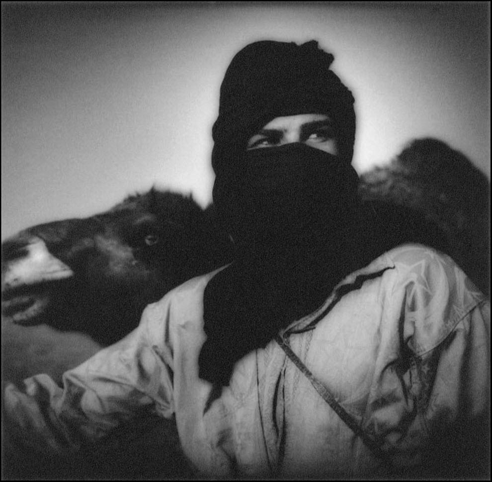 10) Номад во время песчаной бури в пустыне Сахара, Марокко.