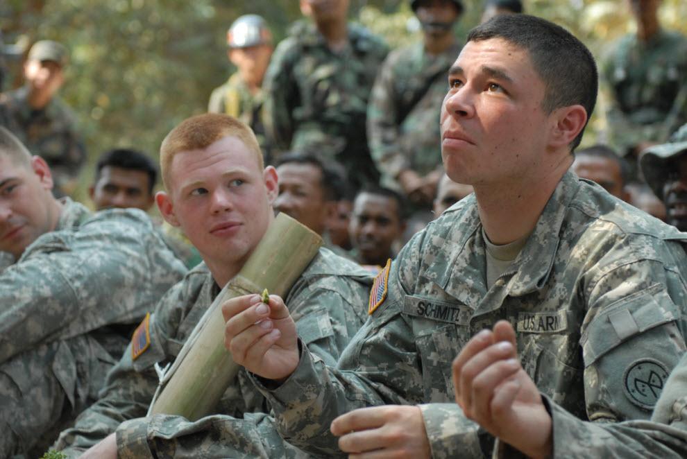 1122 Cobra latihan militer Emas