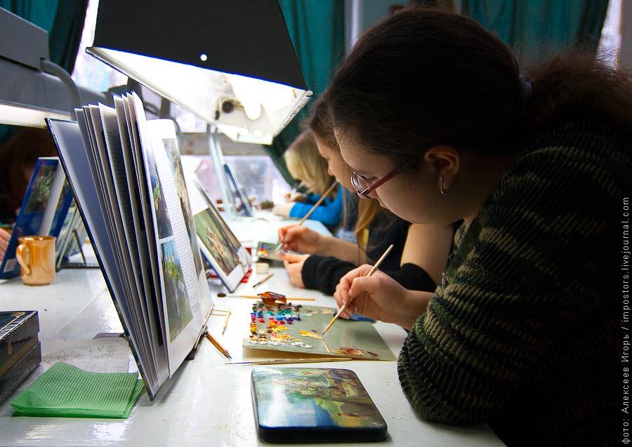 11) Подлинность каждого изделия подтверждена сертификатом и личной подписью художника.