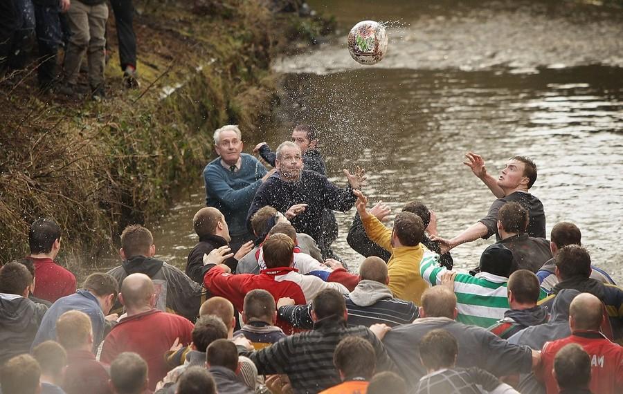 1151 Дербиширский футбол без правил