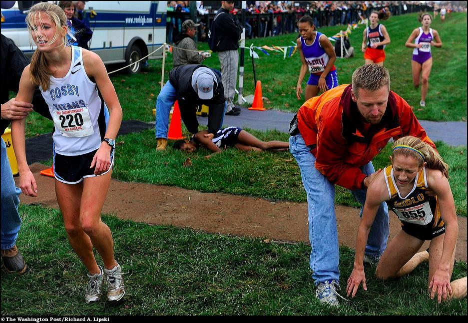 "11) На финише Меган Мойе во время кросса ""Virginia State Cross Country Championships""."