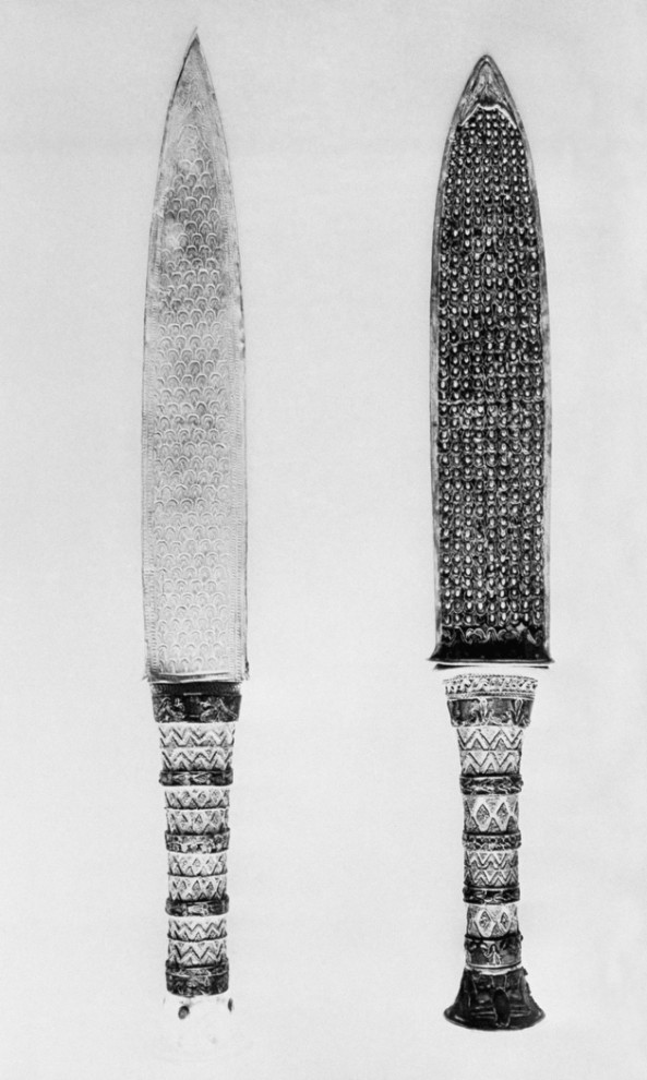 12. Кинжалы, найденные во время раскопок в Луксоре. (AP Photo)