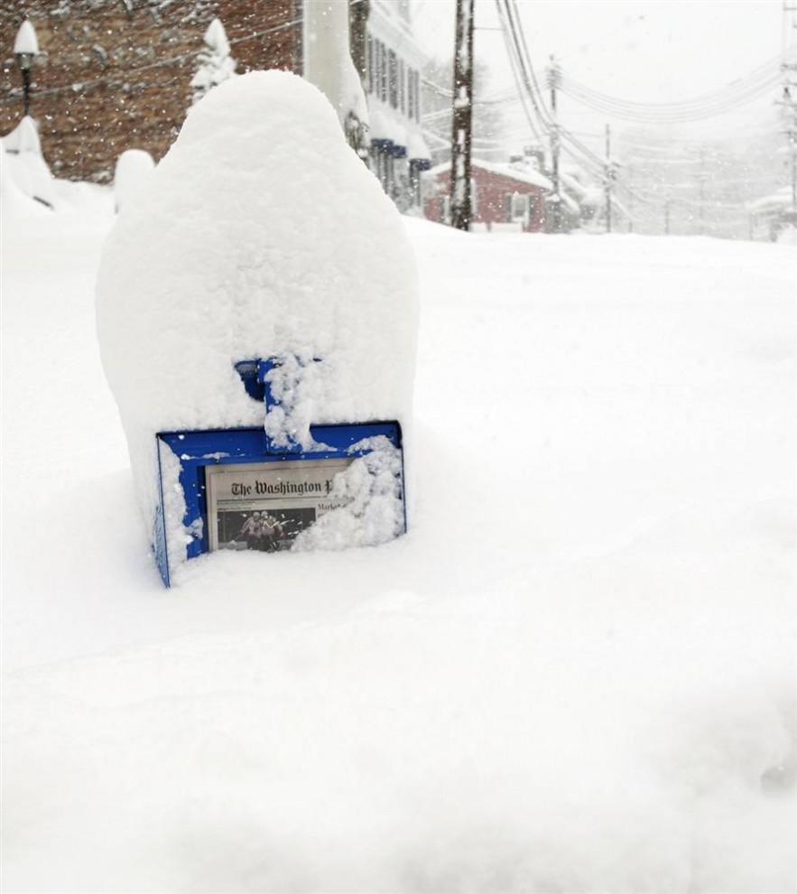 12. Снегопад в Элликотт Сити, штат Мэриленд. (Carolyn Kaster / AP)
