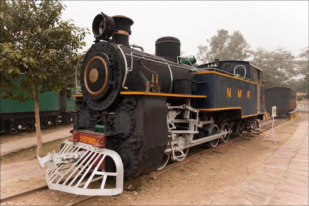 """13) Электровоз """"Сэр Лесли Уилсон"""" был первым локомотивом в Индии на электрической тяге. Он был построен ещё в 1928 году, а списан со службы в 1974. Локомотивы этого вида за свой суровый облик часто назывались """"крокодилами""""..."""