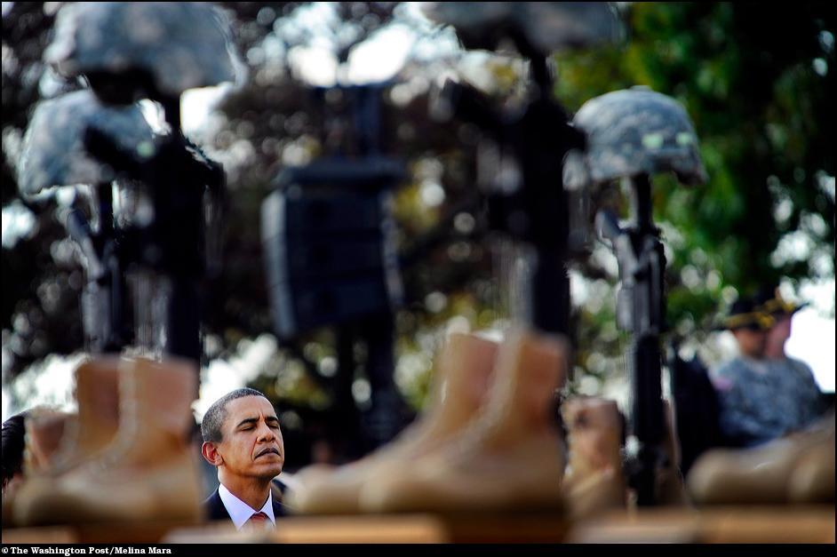 12) Барак Обама на церемонии прощания с солдатами Форт Худа.