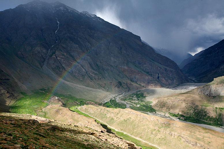 12) Радуга в долине Суру (Кашмир, Индия), июль 2009.