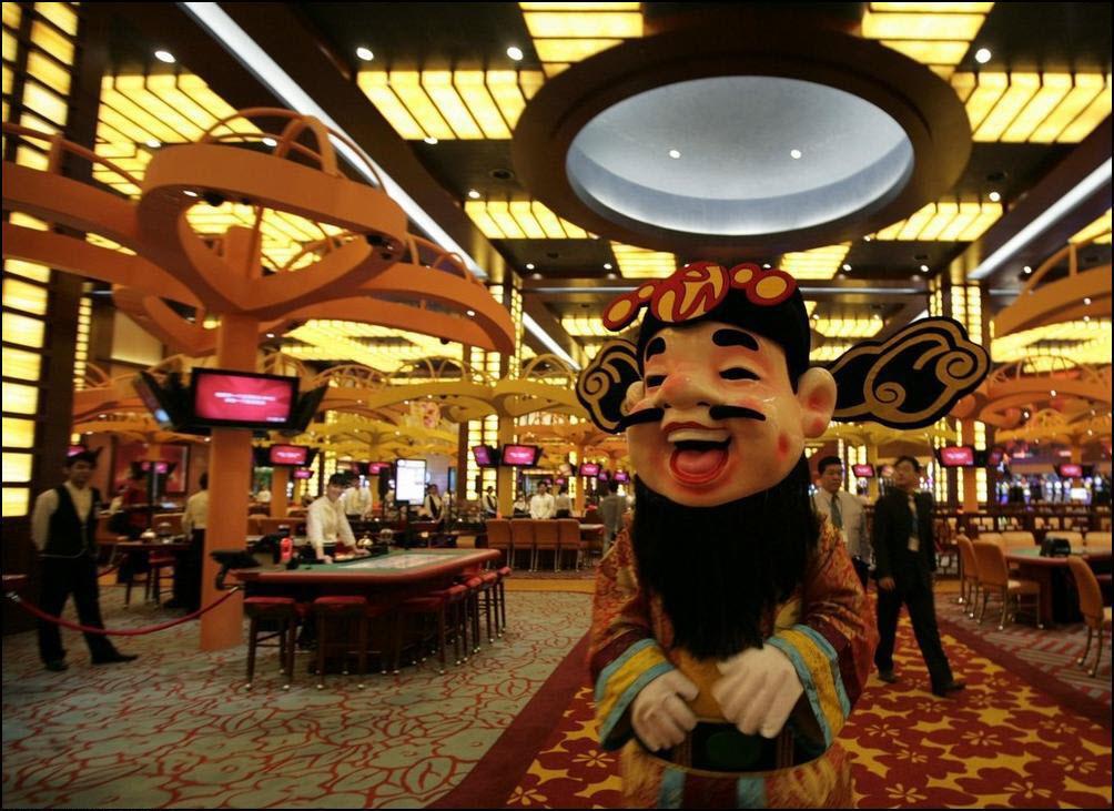 """12) Китайский """"Бог судьбы"""" в казино Сингапура. (Reuters/Pablo Sanches)"""