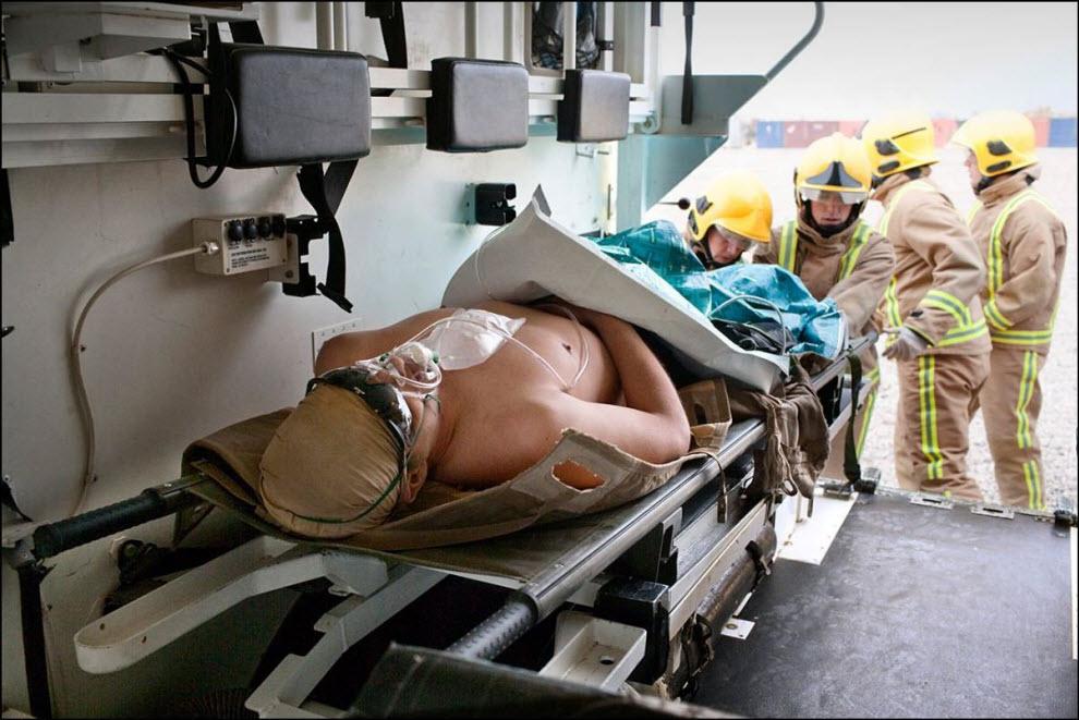 14) Раненый британский солдат.