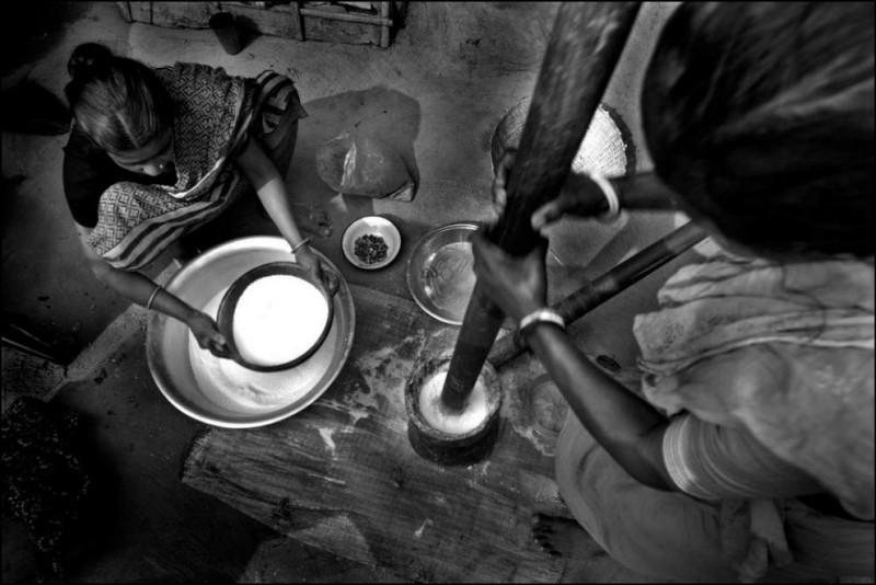 14) Рабочие, которые исповедуют индуизм во время праздника A~«Paus ShankrantiA~ на работу не ходят.