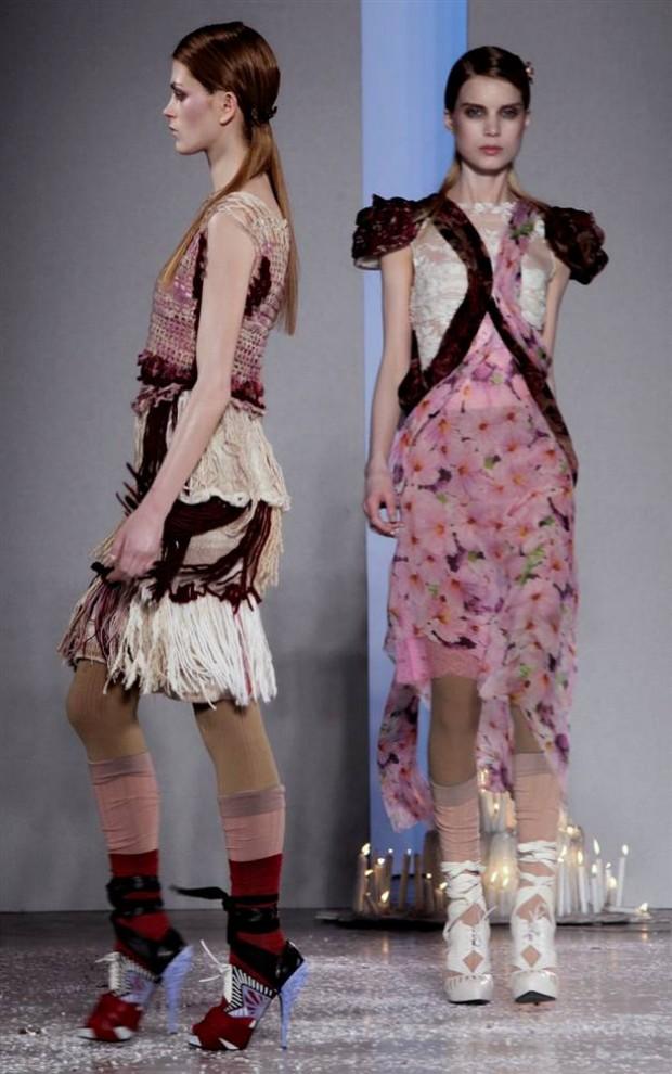 14. Кейт и Лора Мулливи – дизайнеры, скрывающиеся под маркой «Rodarte» - сделали акцент на романтических, многослойных платьях. (Bebeto Matthews / AP)