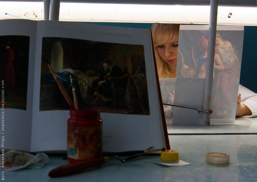 15) Лаковая миниатюра Федоскино  – один из символов русского народного искусства, на протяжении столетий они украшают лучшие мировые коллекции, радуют и восхищают ценителей прекрасного и являются истинным народным промыслом.