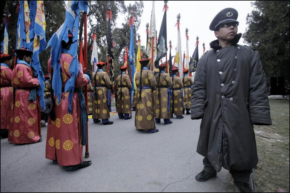 16) Перед началом выступления посвященного династии Цинь. (Reuters/Jason Lee)