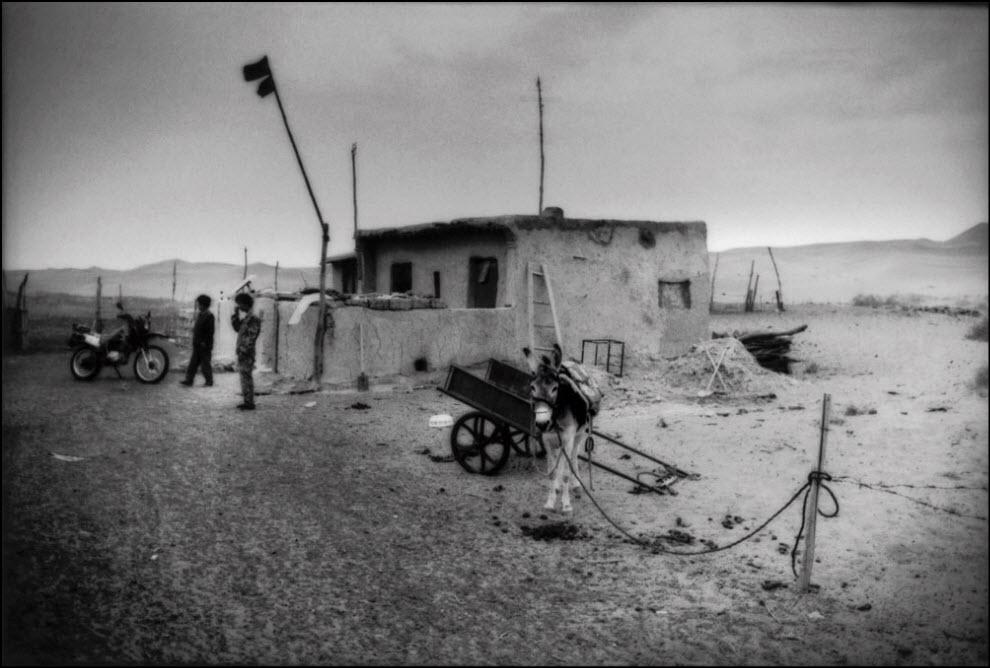 19) Та же деревня и единственная семья, которая осталась в ней жить.