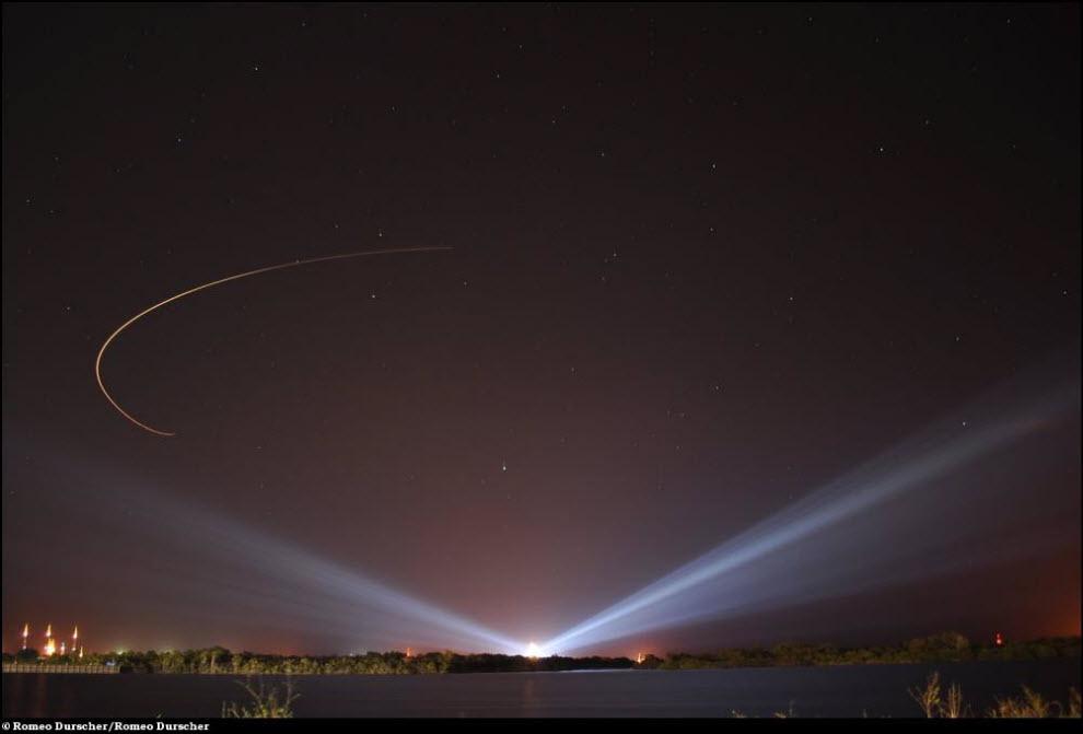 19) Перед стартом: трек от самолета метеорологической разведки над стартовой площадкой 39A.
