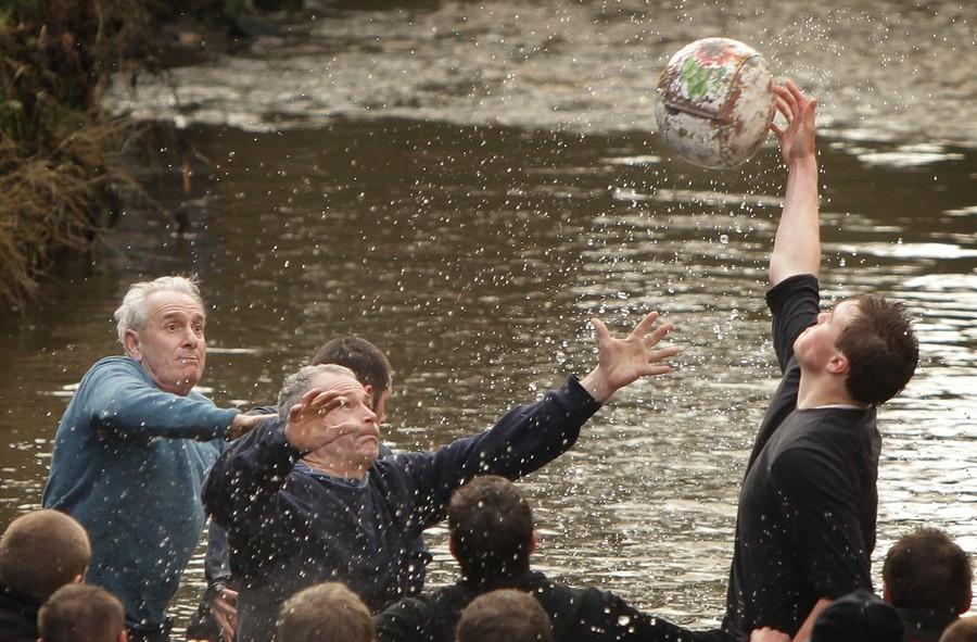 2106 Дербиширский футбол без правил