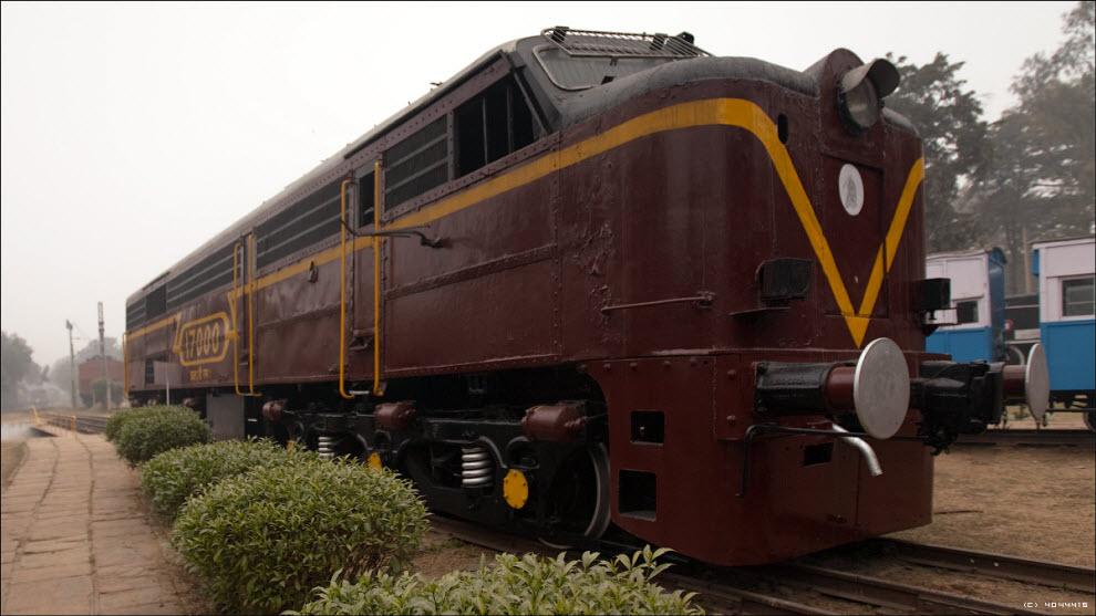 21) Раздербаненные внутренности списанного американского локомотива...