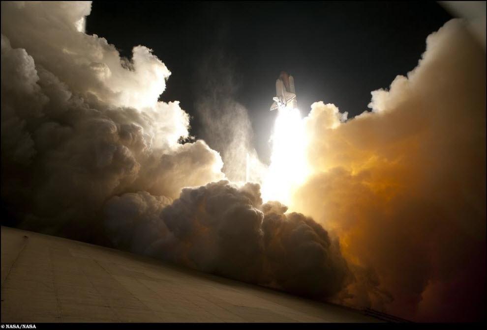 """21) Ночной запуск космического челнока """"Индевор""""."""