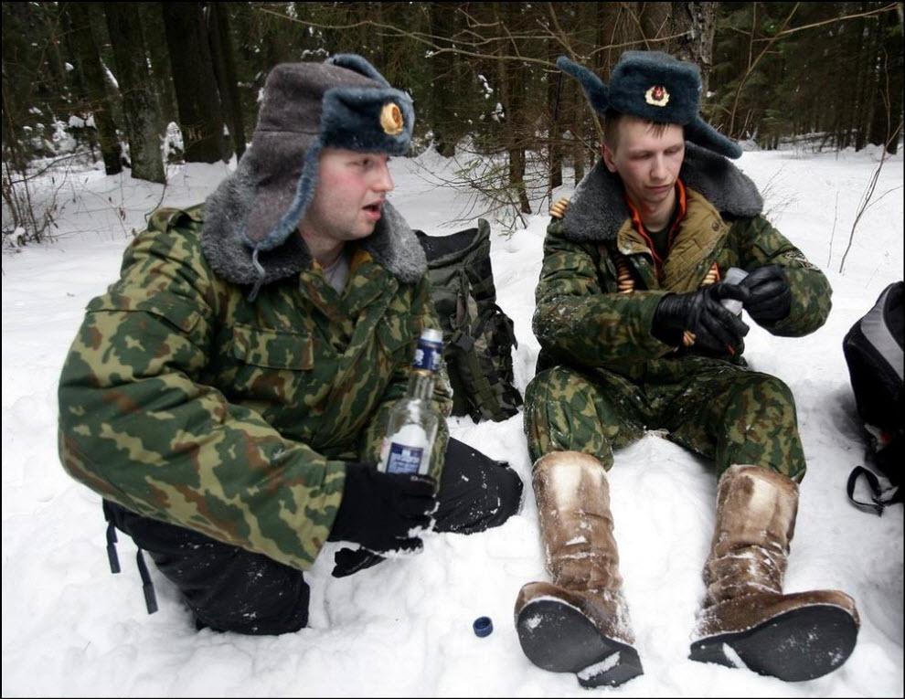 25) Russian men in army officer's uniform drink vodka (решил оставить без перевода ;-)