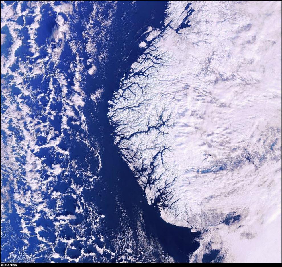 26) Фьорды и ледники.