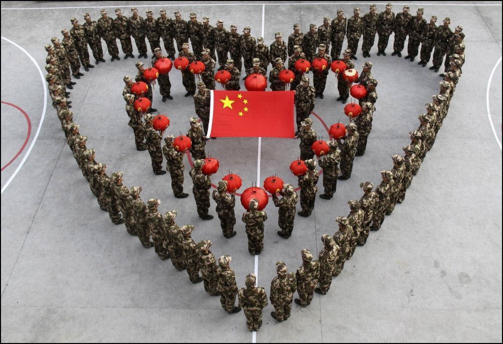 26) Рекруты выстроились в форме сердце во время подготовки к празднованию китайского нового года и совпавшего с ним дня святого Валентина. (Reuters/China Daily)