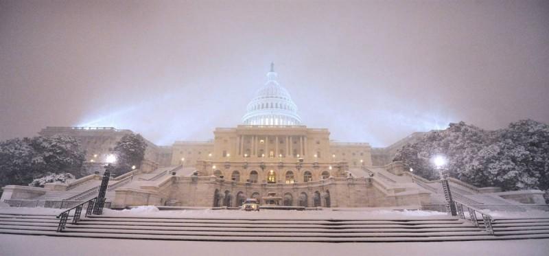 Штаты завалило снегом