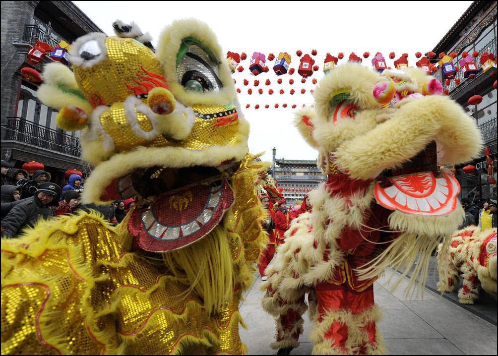 33) Танец льва. (Reuters/Andy Wong)