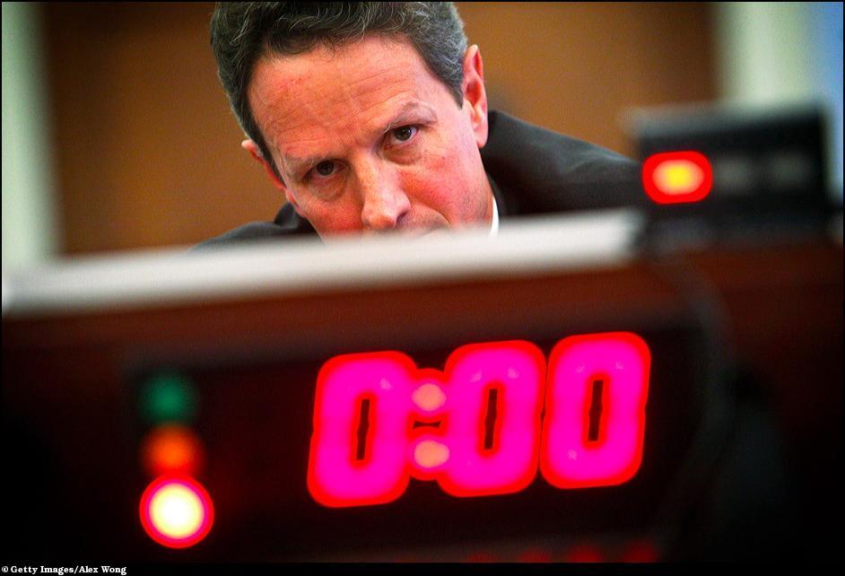 35) Тимоти Гайтнер перед Объединенной экономической комиссией на Капитолийском холме.