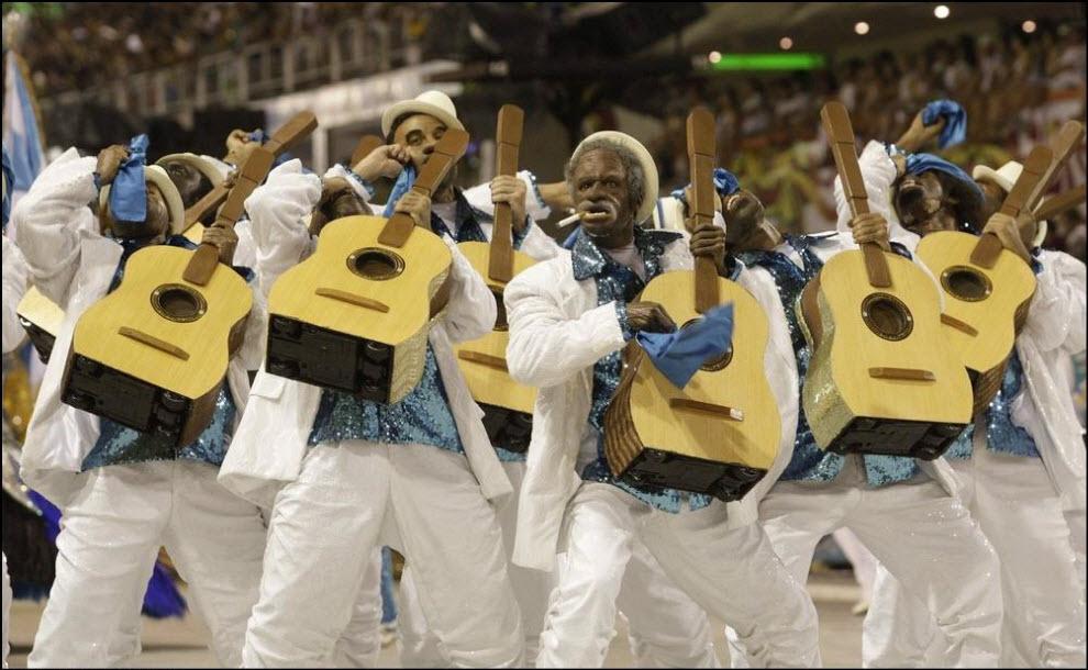 02) Участник карнавала от самба-школы Вила Изабель.